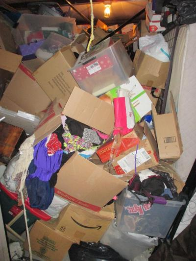 Las Vegas  Self Storage Auction #107614 - Image 1 boxes / totes,clothing,furniture,mattress