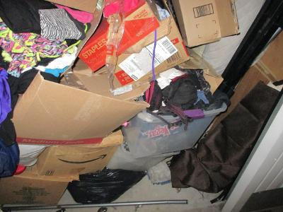 Las Vegas  Self Storage Auction #107614 - Image 10 boxes / totes,clothing,furniture,mattress