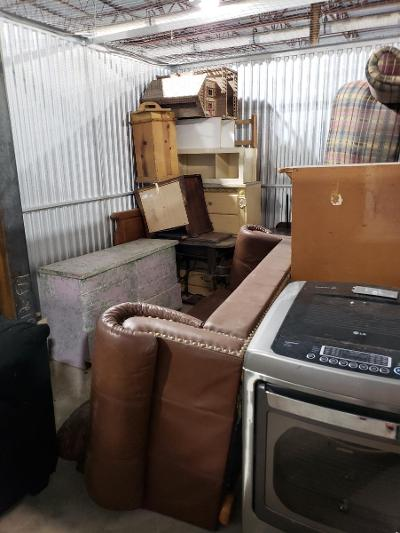 Texas City  Self Storage Auction #177683 - Image 7 appliances,furniture,home goods,mattress