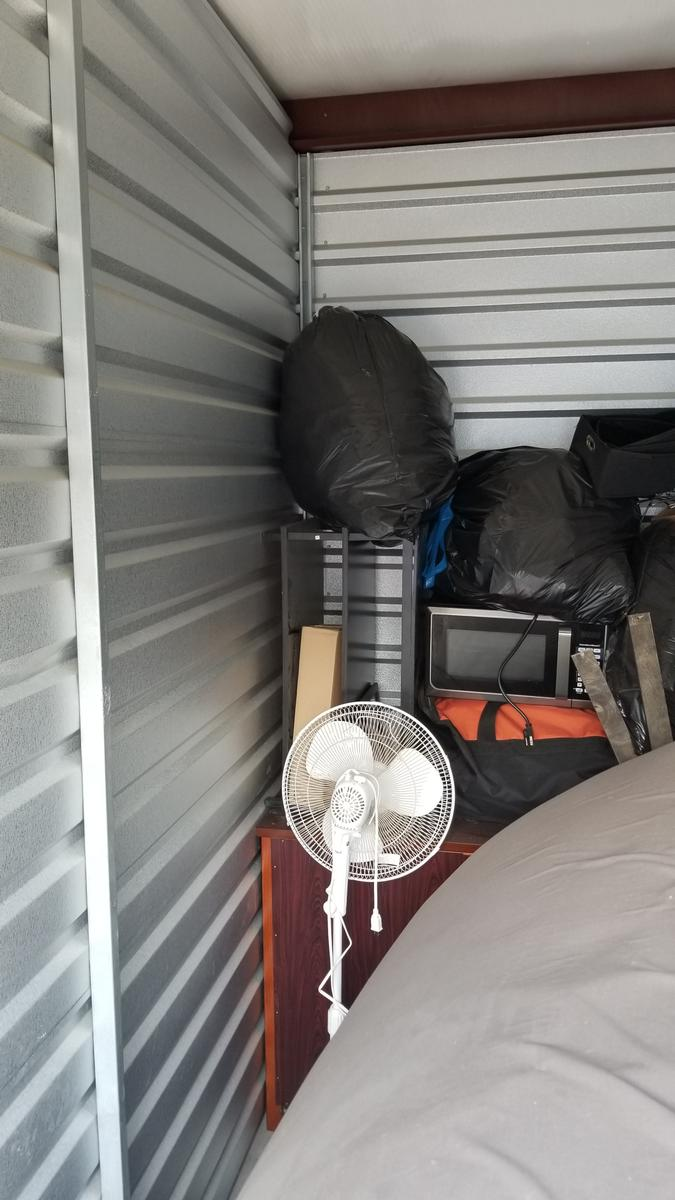 Self Storage Auction #102266 - Image 3 appliances,boxes / totes,clothing,electronics,furniture,home goods,kitchenware,mattress