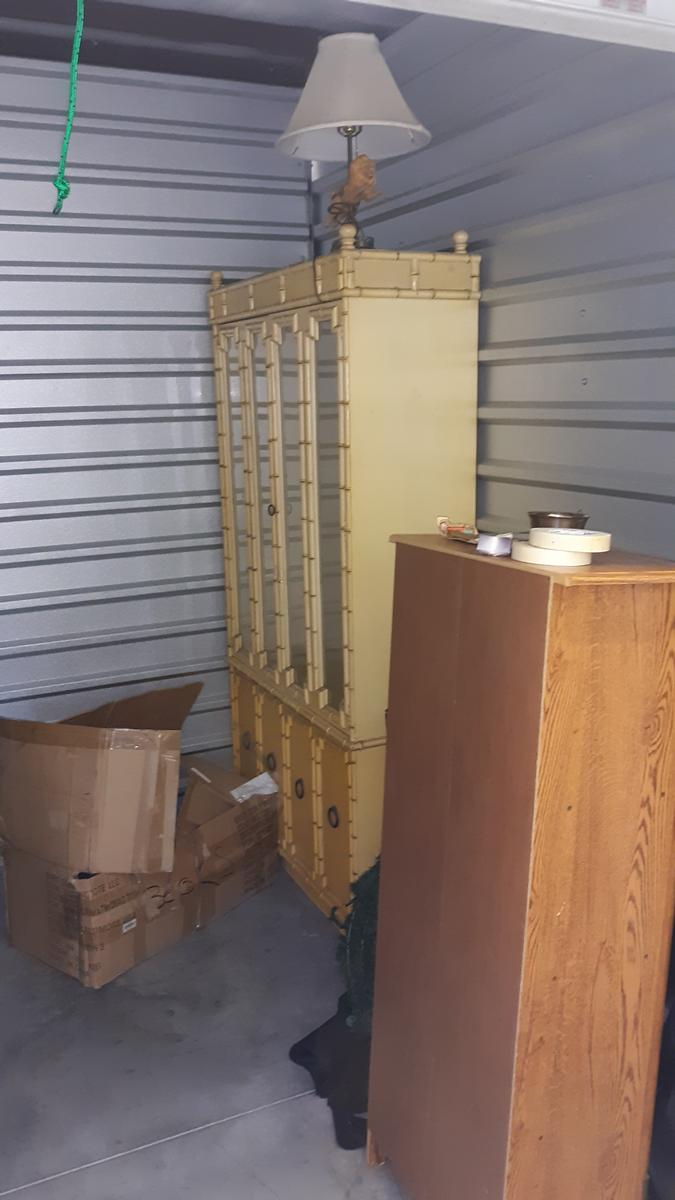 Port St. Lucie  Self Storage Auction #102629 - Image appliances,furniture