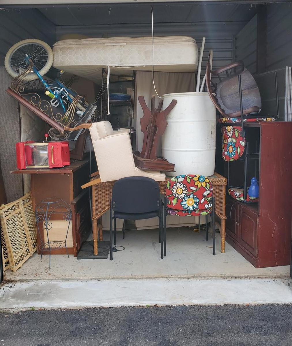 Self Storage Auction #103634 - Image 5 antiques,bicycle,books,boxes / totes,cabinet,clothing,electronics,furniture,holiday decor,home goods,lamps,mattress,office equipment,outdoor goods,shelves,shoes,sports equipment,tools,toys / baby items,wall art