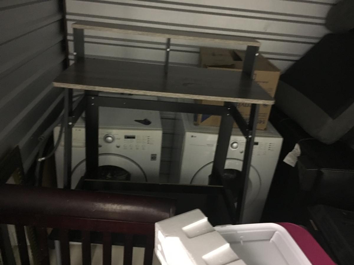 Self Storage Auction #105110 - Image 3 appliances,boxes / totes,furniture,home goods,kitchenware,toys / baby items