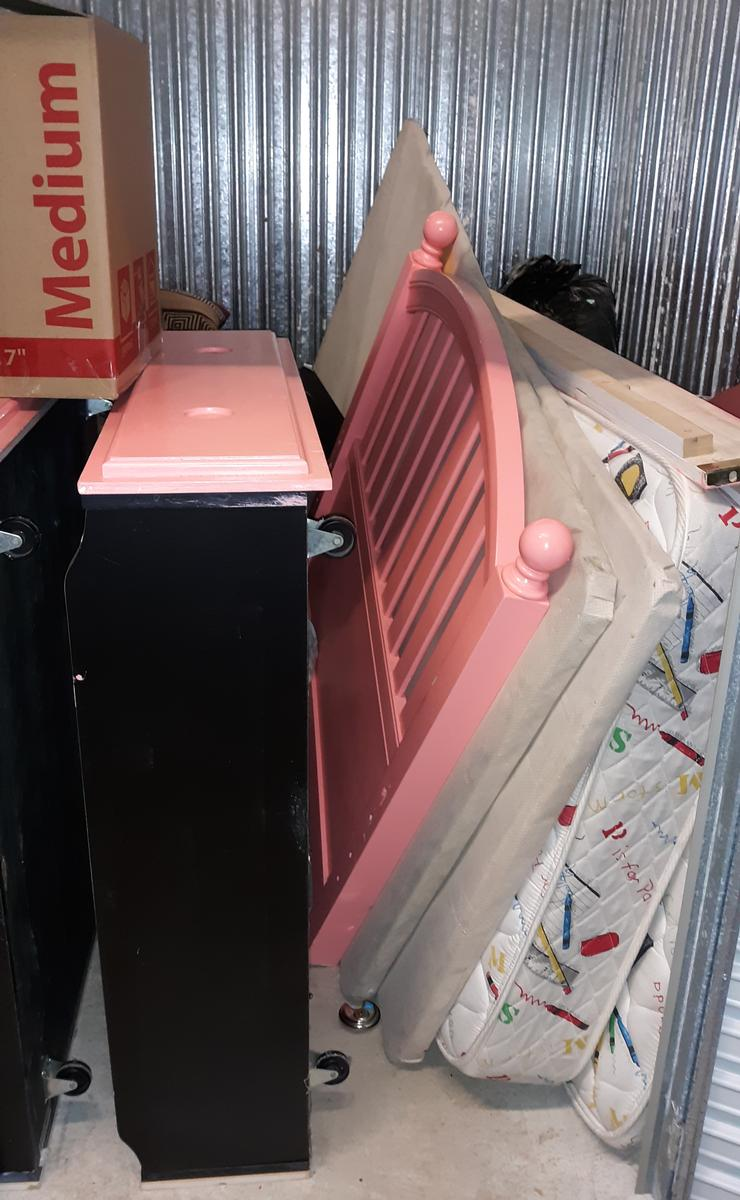 Self Storage Auction #105161 - Image 1 boxes / totes,electronics,furniture,mattress