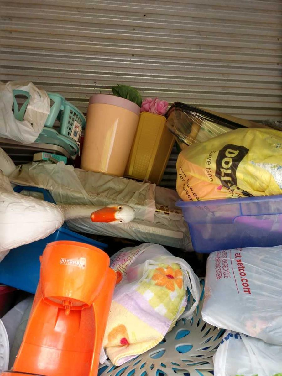 Self Storage Auction #105955 - Image 3 appliances,boxes / totes,clothing,electronics,home goods,kitchenware