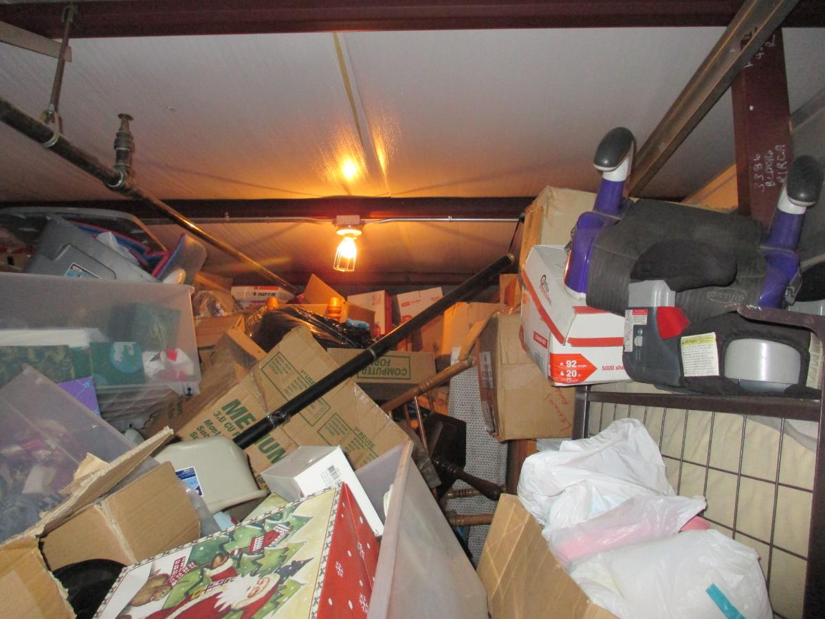 Self Storage Auction #107614 - Image 4 boxes / totes,clothing,furniture,mattress