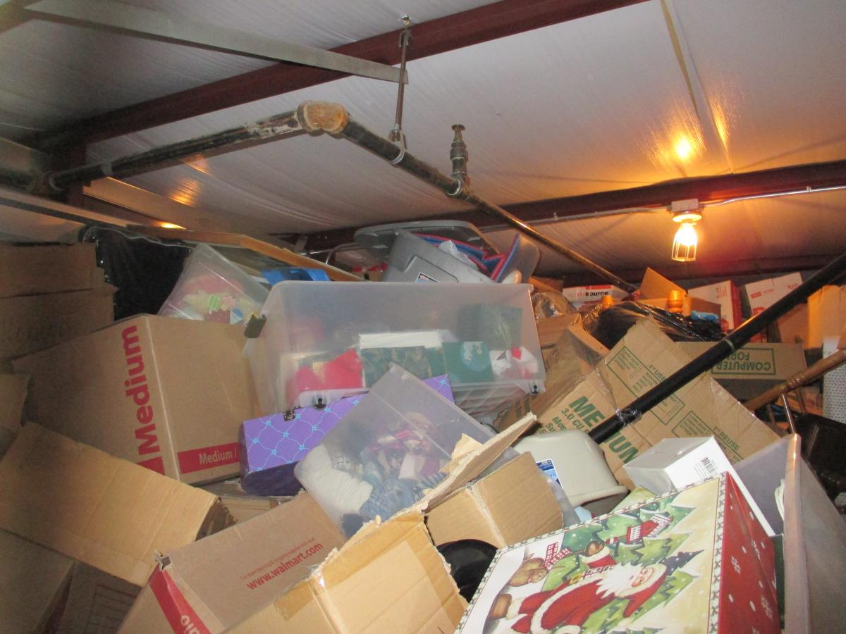 Self Storage Auction #107614 - Image 3 boxes / totes,clothing,furniture,mattress