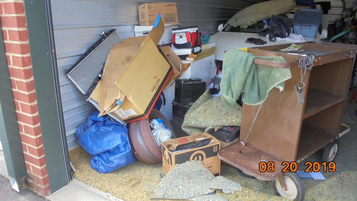 Self Storage Auction #107633 - Image 11 boxes / totes,heavy equipment,shelves,tools
