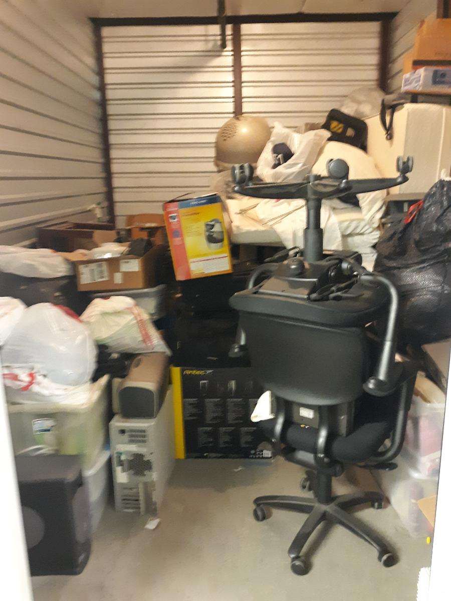 Las Vegas  Self Storage Auction #108070 - Image books,boxes / totes,clothing,computers,electronics,furniture,home goods,lamps,mattress,office equipment