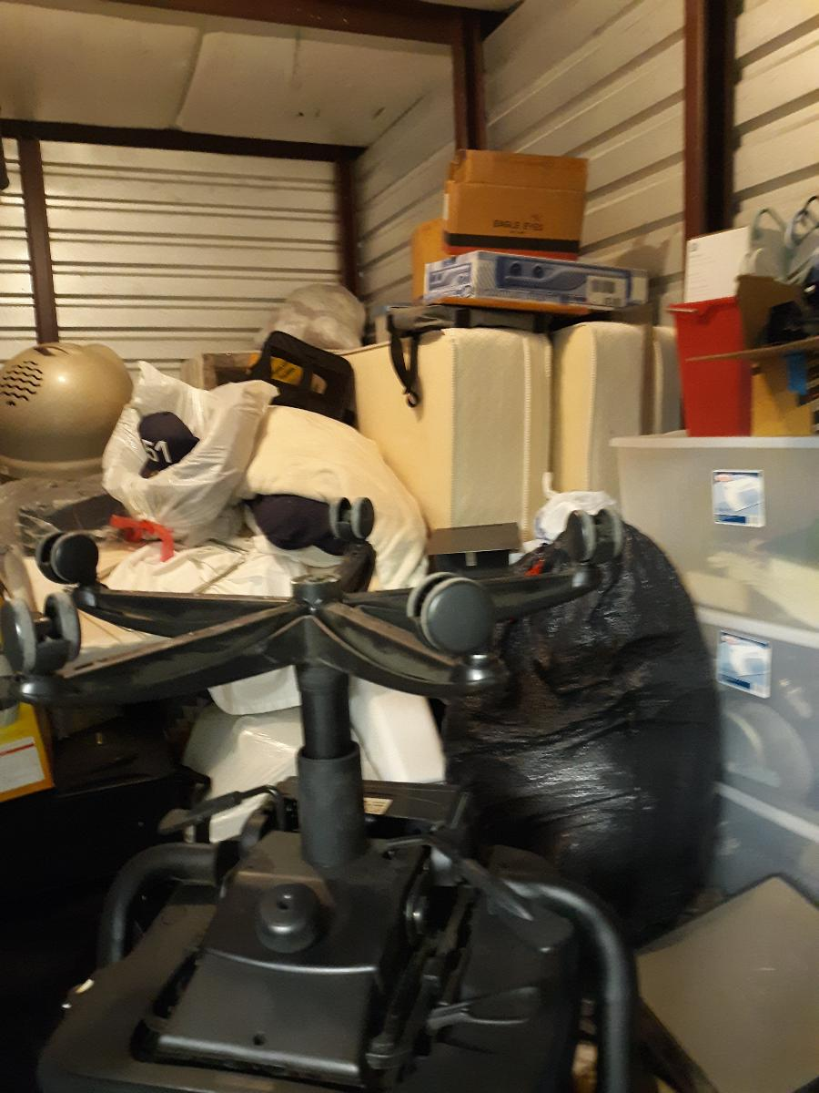 Self Storage Auction #108070 - Image 6 books,boxes / totes,clothing,computers,electronics,furniture,home goods,lamps,mattress,office equipment