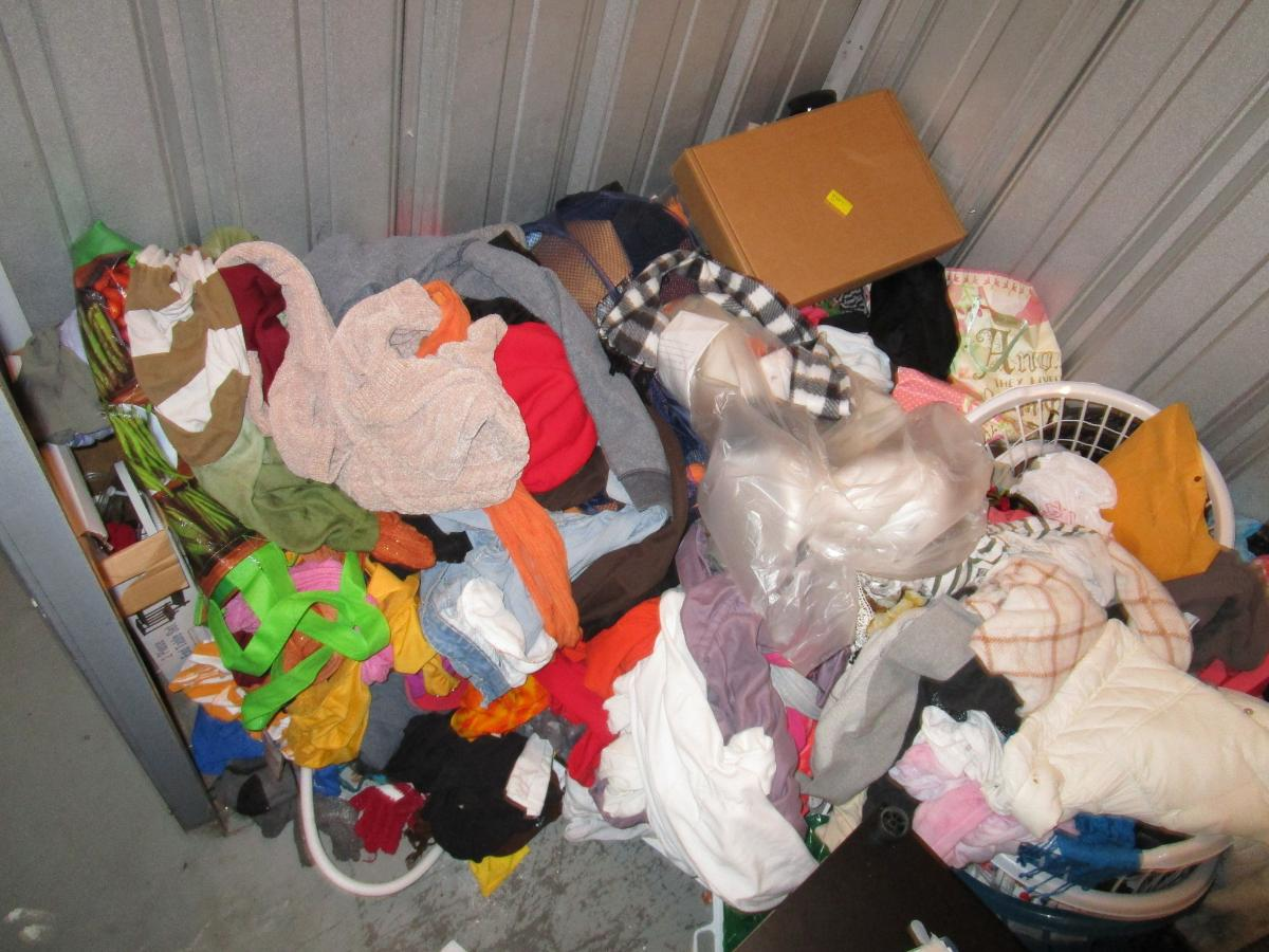Self Storage Auction #108704 - Image 7 boxes / totes,clothing