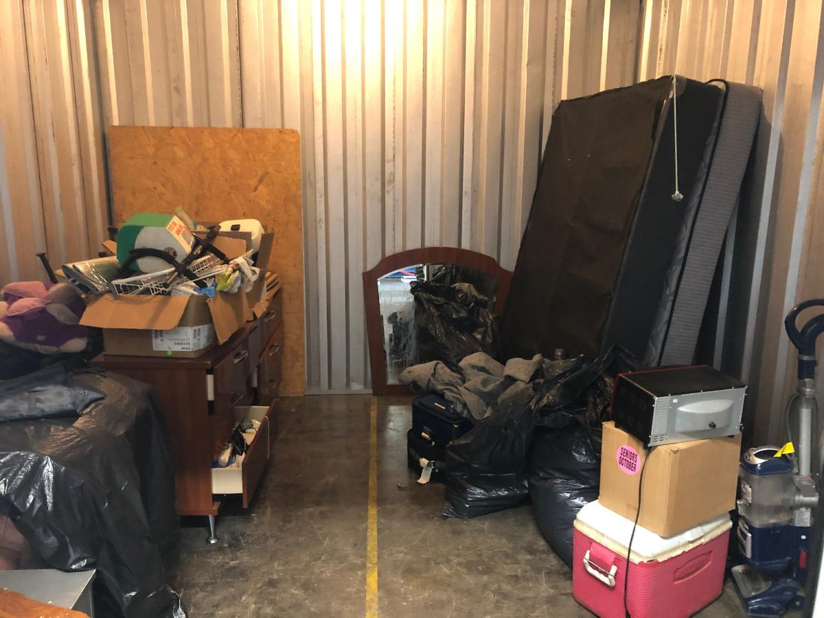 Pittsburgh  Self Storage Auction #117790 - Image appliances,boxes / totes,cabinet,electronics,furniture,games,home goods,kitchenware,mattress,sports equipment,toys / baby items,wall art