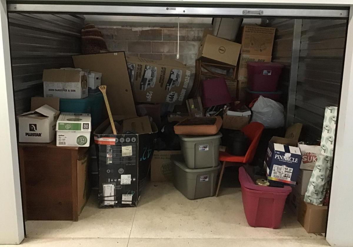 Waco  Self Storage Auction #149573 - Image boxes / totes,furniture,home goods,kitchenware,shoes