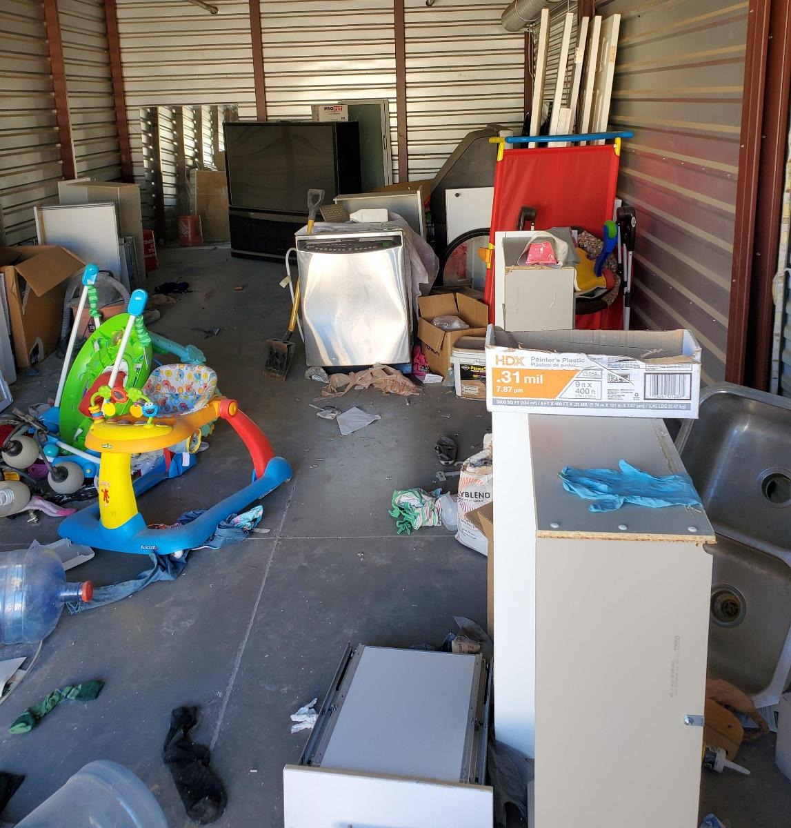 Self Storage Auction #158855 - Image 2 appliances,boxes / totes,electronics,furniture,tools,wall art