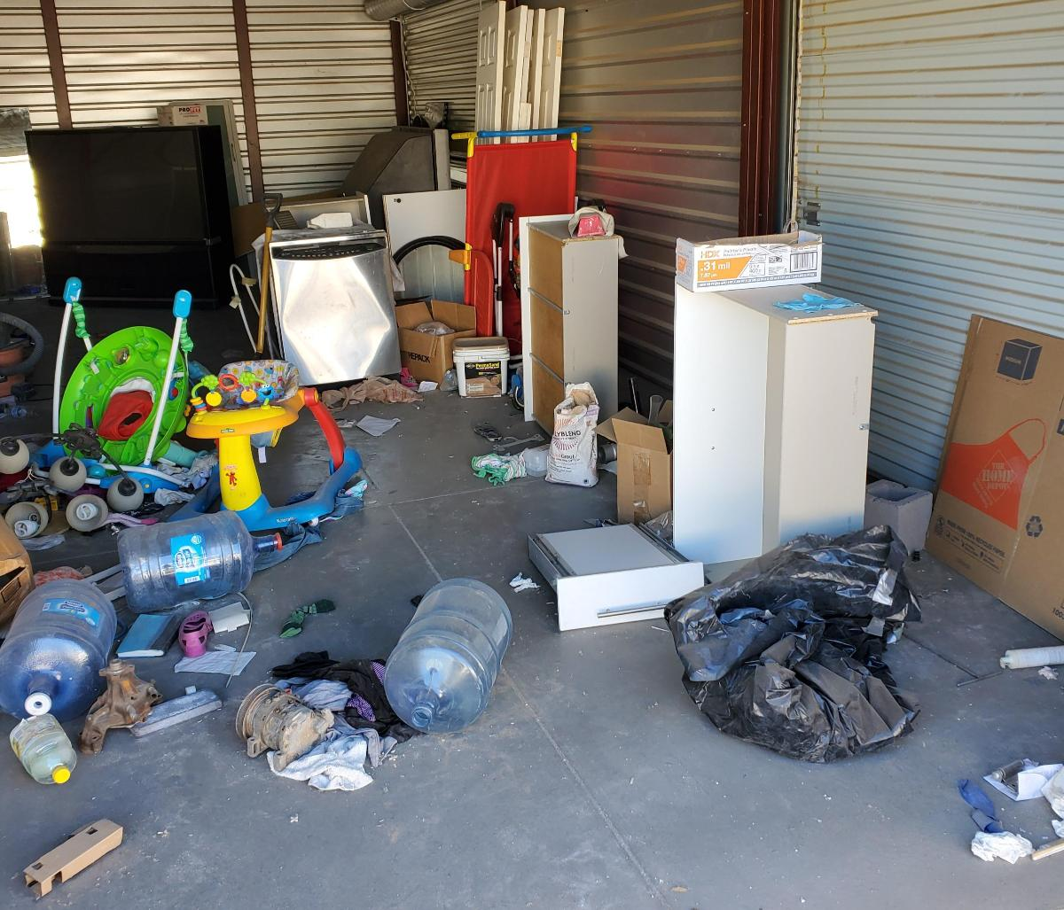 Goodyear  Self Storage Auction #158855 - Image appliances,boxes / totes,electronics,furniture,tools,wall art