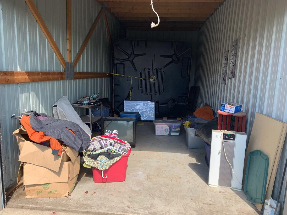 Self Storage Auction #156702 - Image 6 clothing,collectibles,electronics,games,home goods,lamps,memorabilia,sports equipment,toys / baby items