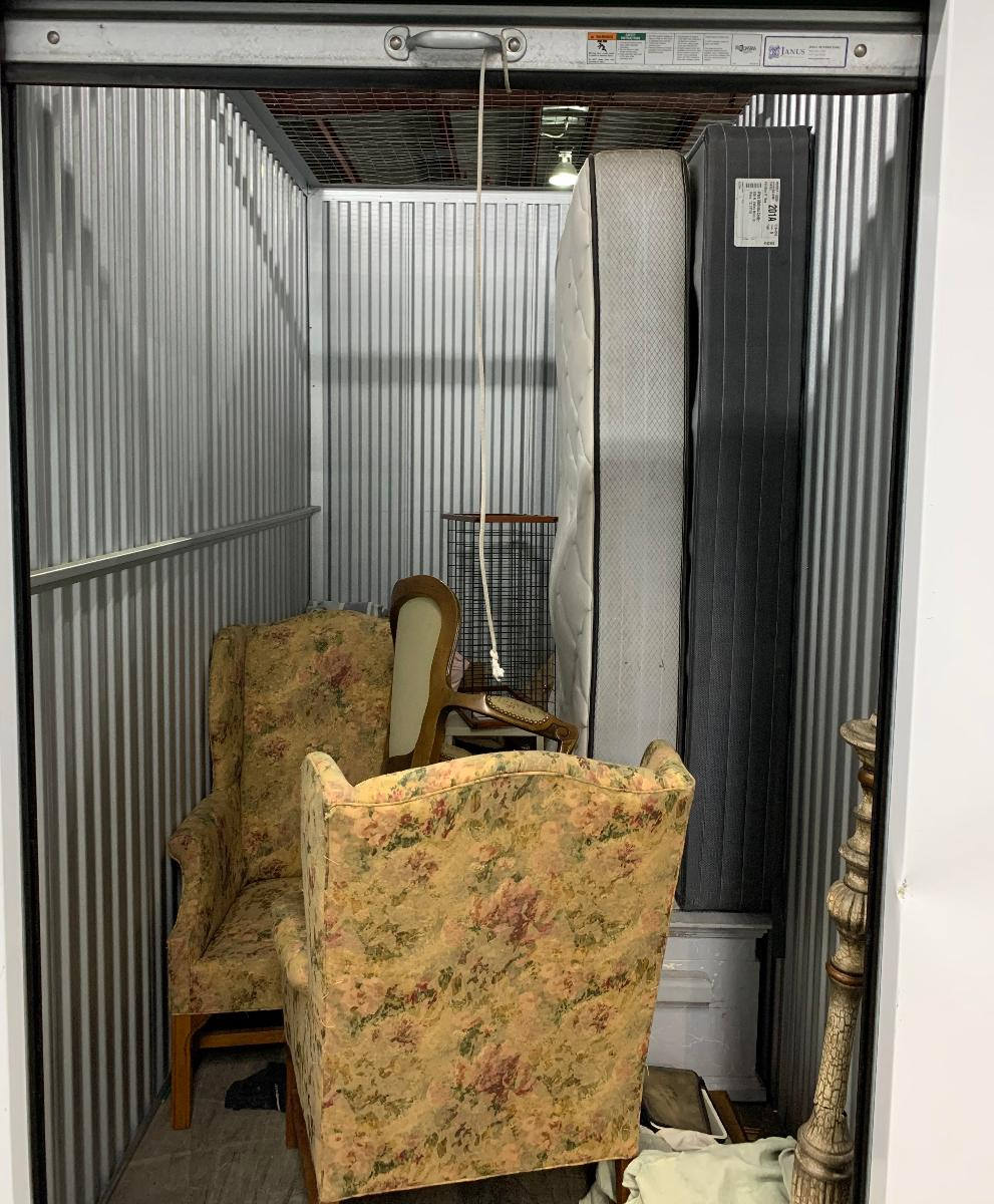Waco  Self Storage Auction #158706 - Image home goods,lamps,mattress