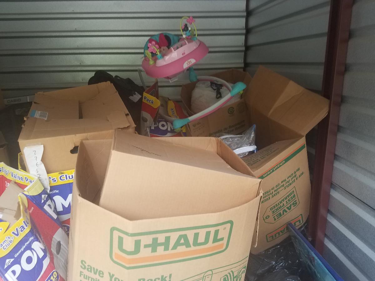 Self Storage Auction #162728 - Image 3 boxes / totes,home goods,sports equipment,toys / baby items