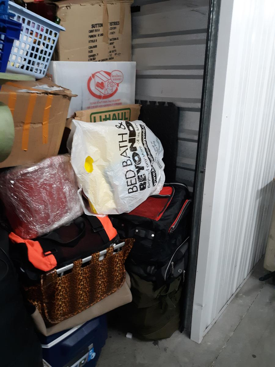 Self Storage Auction #165730 - Image 5 boxes / totes,outdoor goods