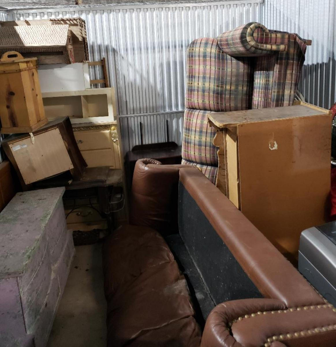 Texas City  Self Storage Auction #177683 - Image appliances,furniture,home goods,mattress