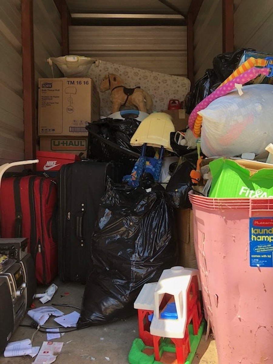 Self Storage Auction #49600 - Image 2 bedding,boxes,clothing,electronics,lamps,sports & outdoors