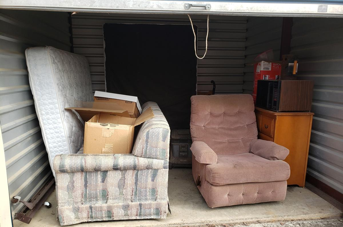 Self Storage Auction #61661 - Image 1 appliances,bedding,boxes,furniture,mattress