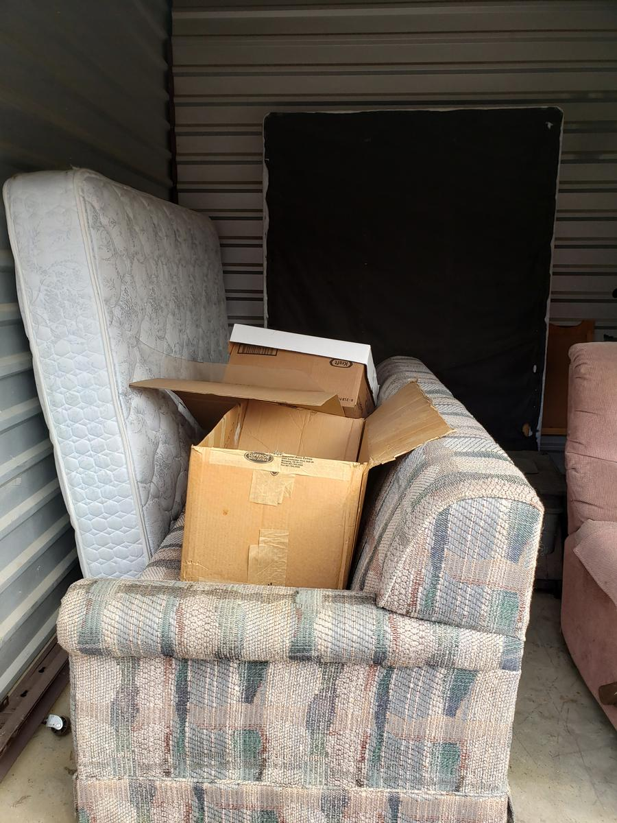 Self Storage Auction #61661 - Image 6 appliances,bedding,boxes,furniture,mattress