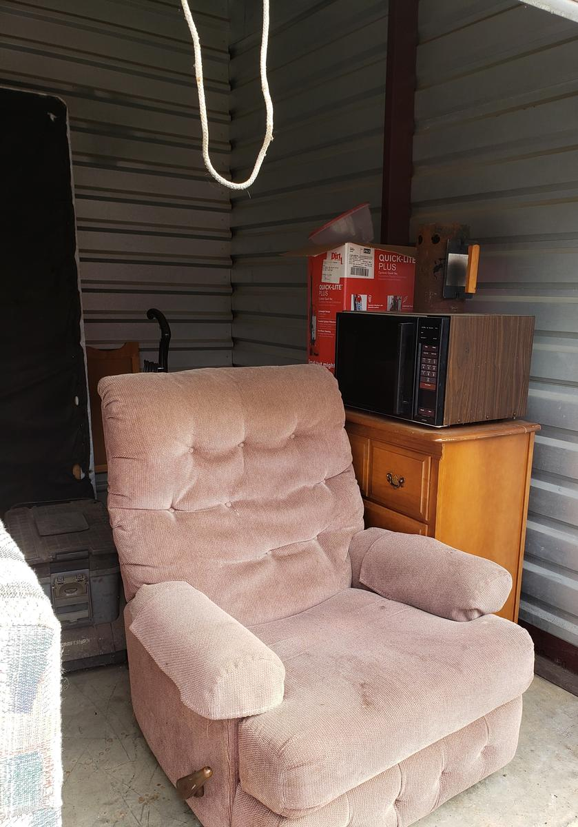 Self Storage Auction #61661 - Image 5 appliances,bedding,boxes,furniture,mattress