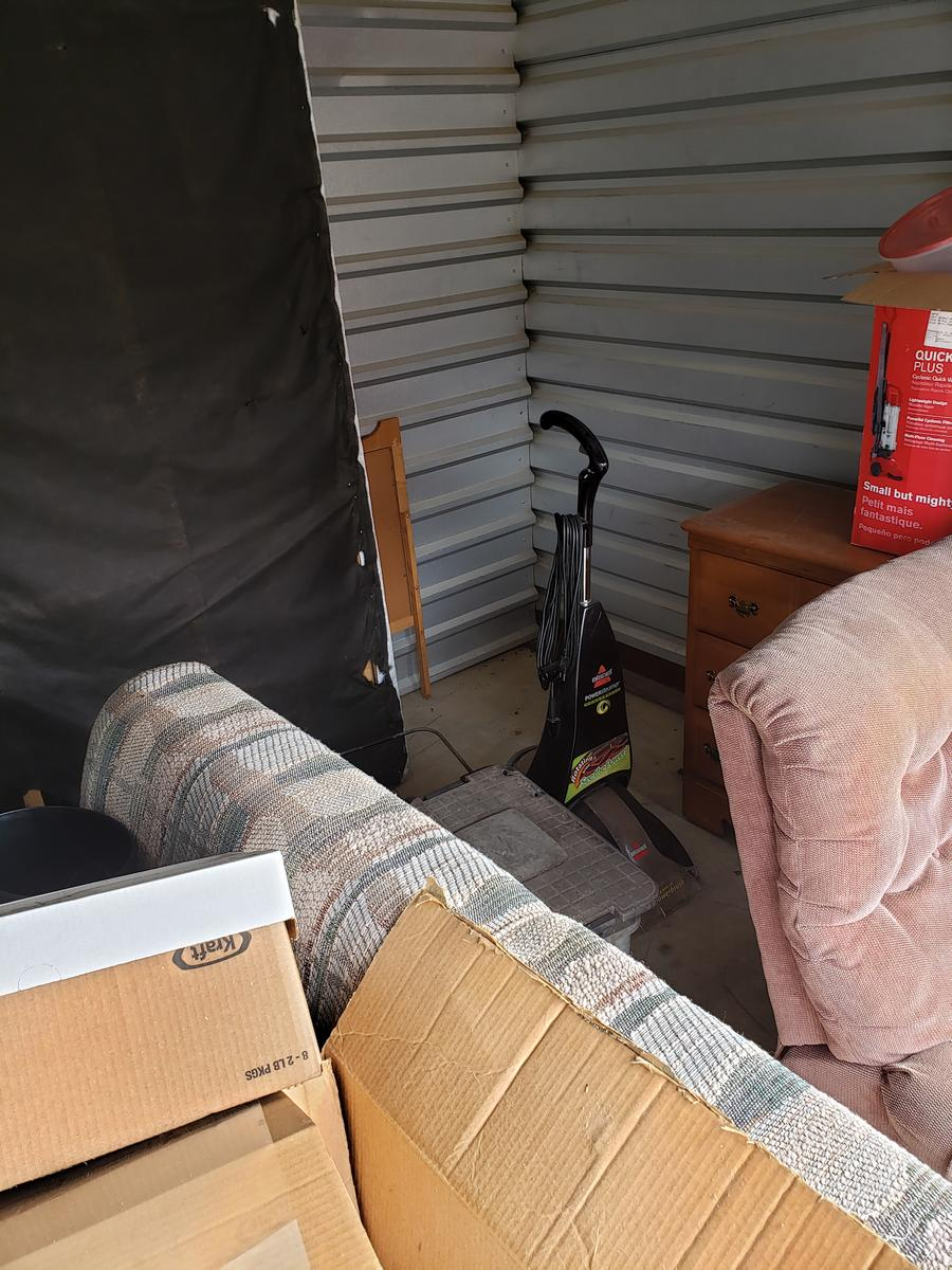 Self Storage Auction #61661 - Image 4 appliances,bedding,boxes,furniture,mattress