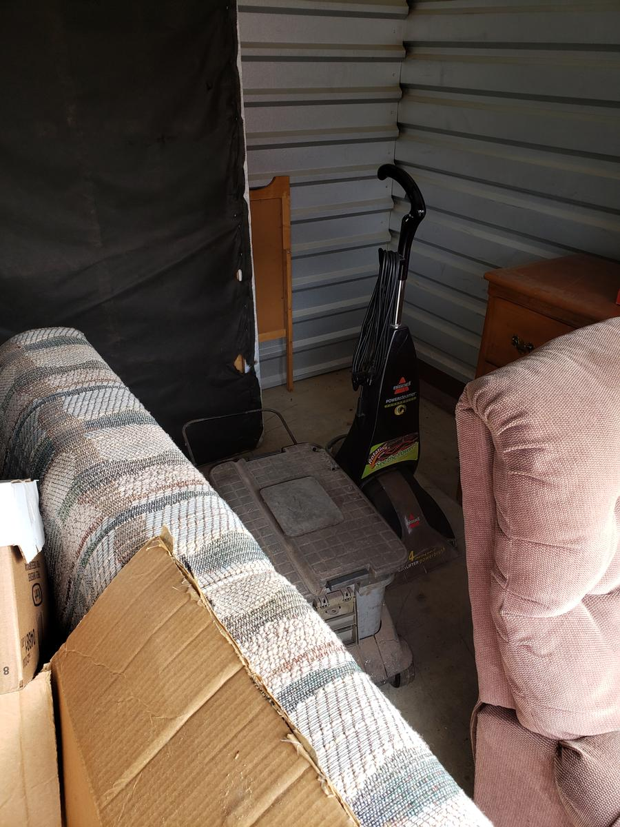 Self Storage Auction #61661 - Image 3 appliances,bedding,boxes,furniture,mattress