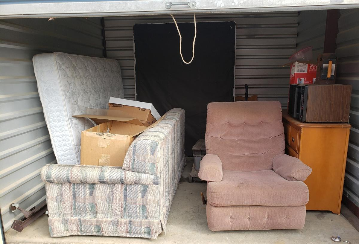 Self Storage Auction #61661 - Image 2 appliances,bedding,boxes,furniture,mattress