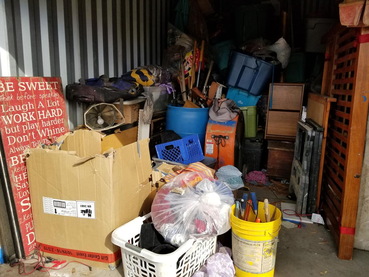 Self Storage Auction #81560 - Image 3 bedding,boxes,electronics,furniture,Holiday Decor,sports & outdoors,tools