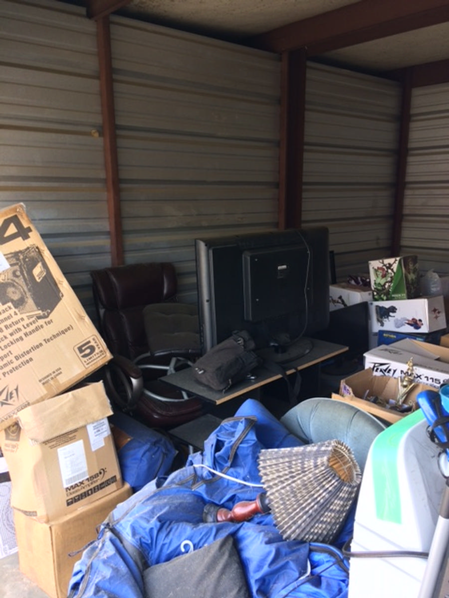 Self Storage Auction #82536 - Image 3 boxes,electronics,furniture,lamps