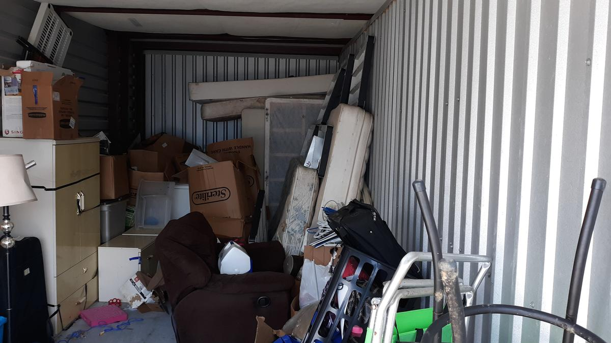 Self Storage Auction #86790 - Image 5 appliances,boxes,clothing,furniture,lamps,mattress