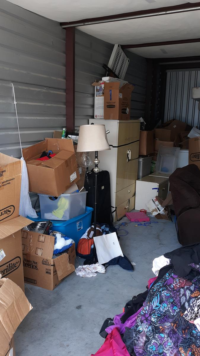 Self Storage Auction #86790 - Image 2 appliances,boxes,clothing,furniture,lamps,mattress