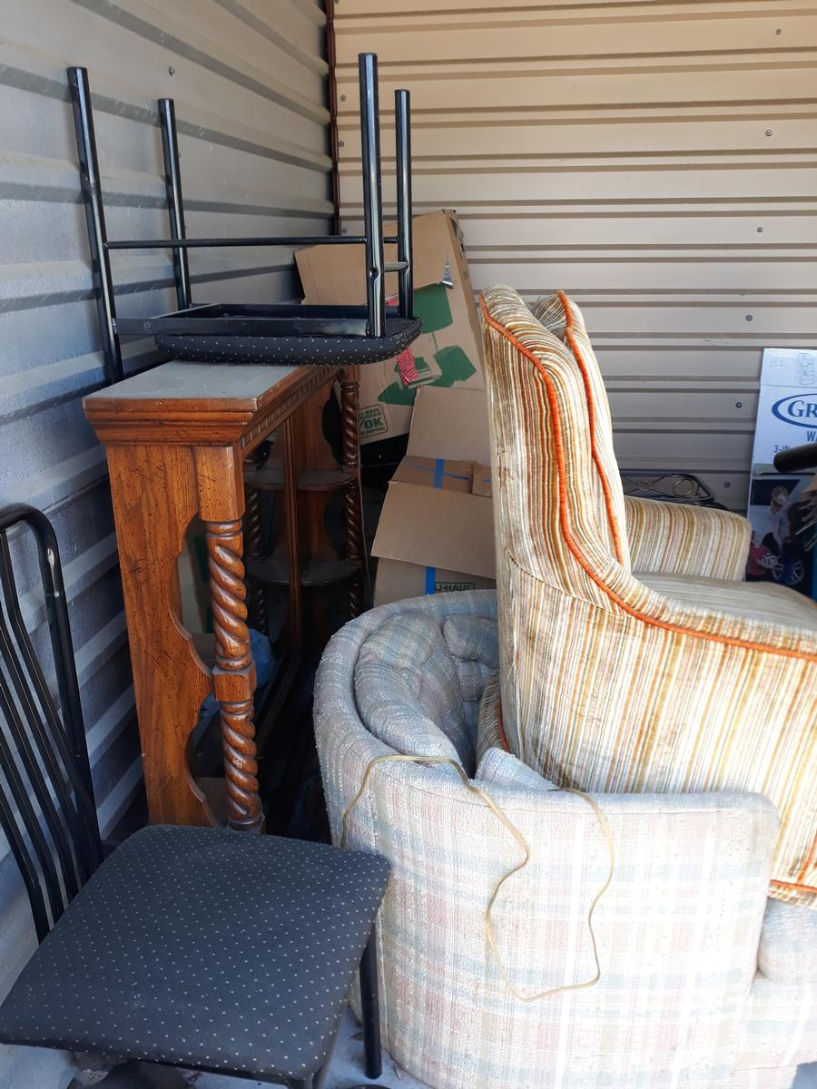 Self Storage Auction #90610 - Image 3 boxes,furniture